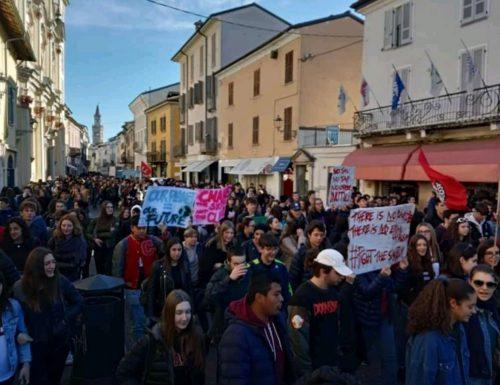 #SchoolsStrike4Climate #ClimateStrike #FridaysForFuture: la parola ai partecipanti alla manifestazione di Crema